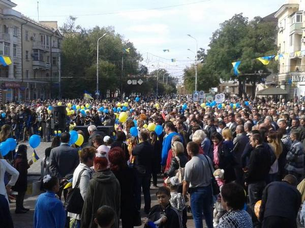 Mariupol is filled with people