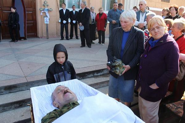Funeral of Russian terrorist in Stakhanov