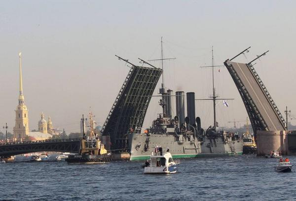 Symbol of USSR - Cruiser Aurora has left its St Petersburg mooring and is on its way to a repair dock