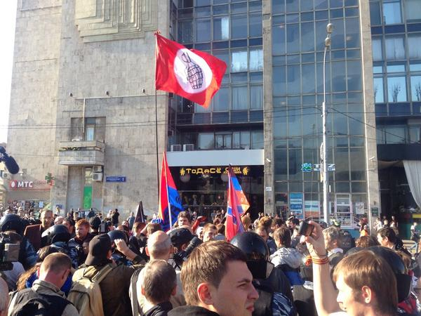A small pro-separatist demonstration of about 25 people just left from Pushkin Sq. With a handgrenade flag.