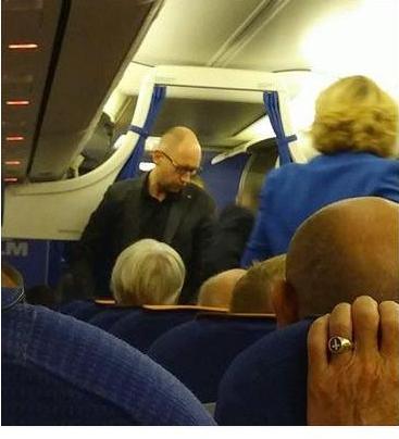 PM Yatsenyuk in economy class on the way to New York