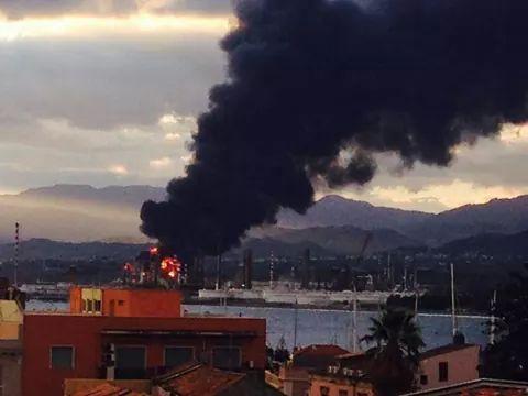 Refinery burns In Sicilia