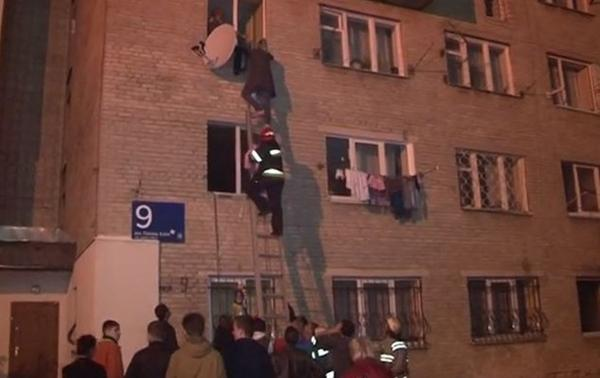 32 people were evacuated  from the burning house In Lviv