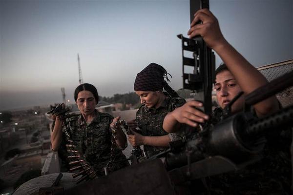 Kurdish Women Fighting ISIS in Syria