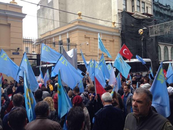 In front of the Russian Consulate in Istanbul protest against pressure of Crimea Tatars