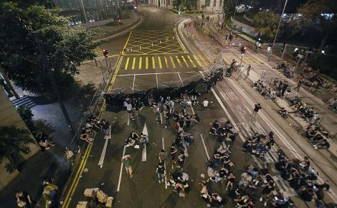 Hong Kong protesters erect barricade outside Cheung Kong Centre in Central