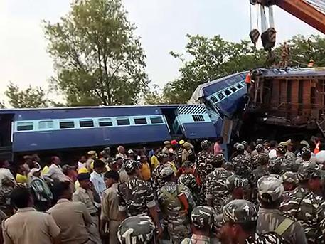 Two trains collided in India, at least 5 dead