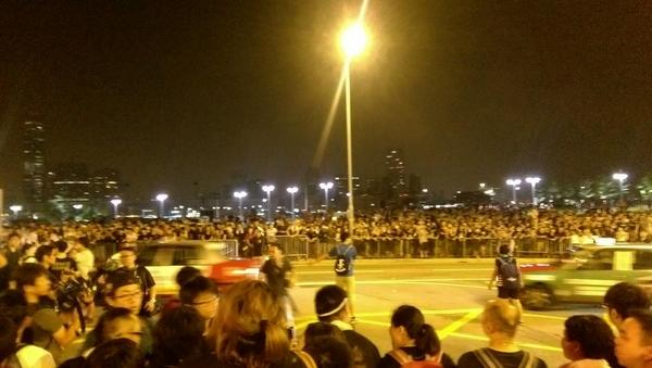 Students directing traffic OccupyCentral