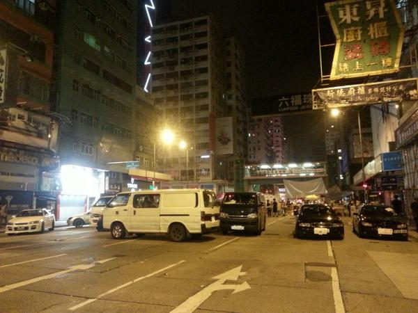Cars still blocking mong kokg road-nathan road juncture - car plates