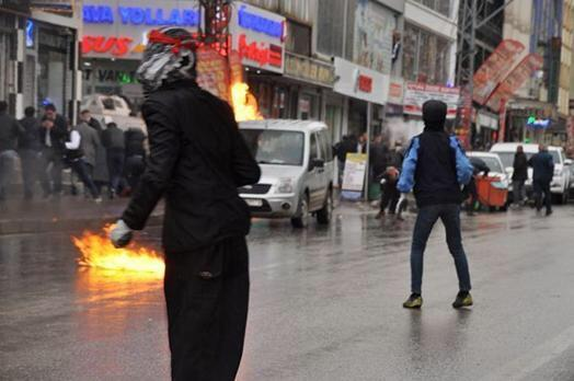 Unrest in Diyarbakir in support of those who fights in Kobane