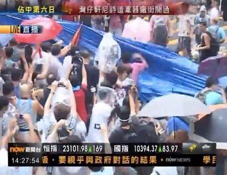 Clashes reported in HongKong's Mong Kok as tens of people (?) try to dismantle pro-democracy camp