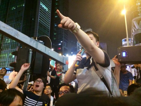 Student demonstrators have pushed the anti-protest men off Nathan road onto argyle street. Occasional shoves now