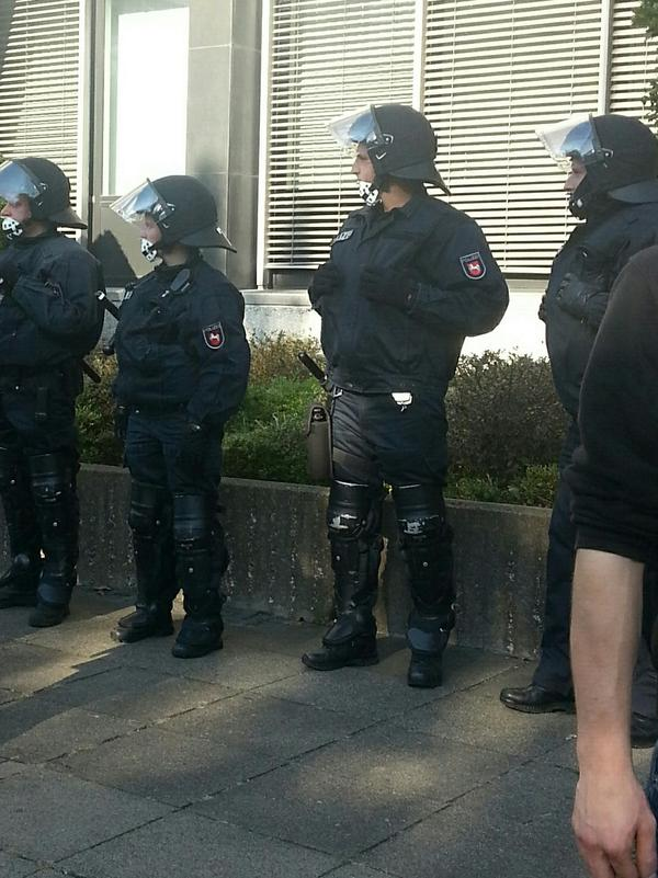 Hannover demonstration - police start to wear full riot gear