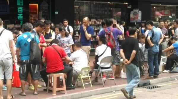 Just a street away from Mongkok protest site, dealers still trading iPhone 6