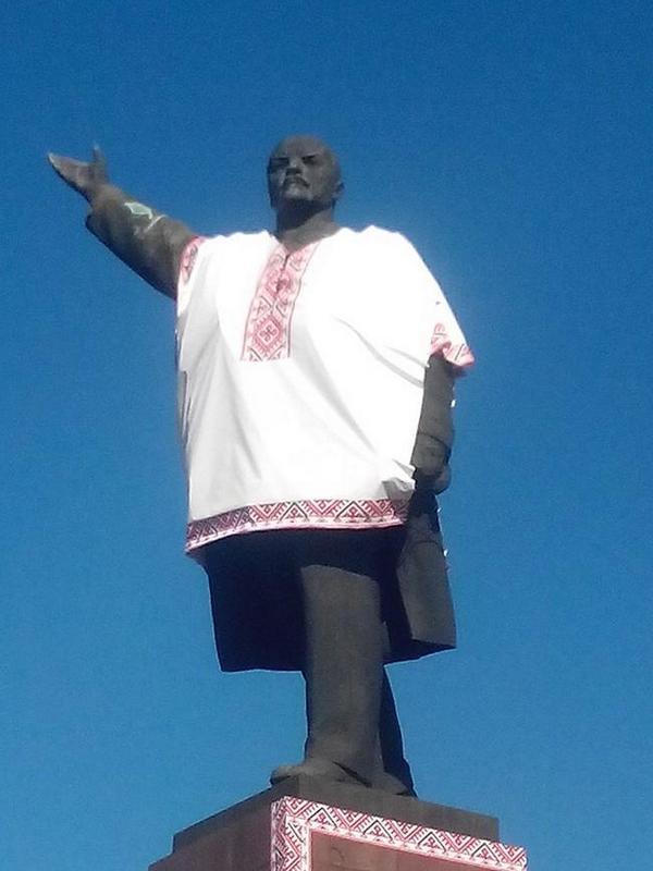 In Zaporozhie, Lenin gets some fancy new threads: a Ukrainian vyshyvanka