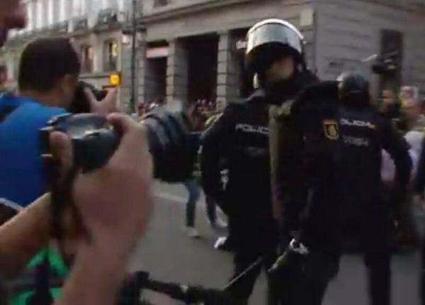 Clashes with police in Madrid on against demo against monarchy
