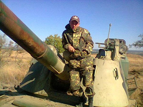 """T-90 tanks and SPA ""Akatsiya"" from Dagestan on the border with Ukraine,"" -"