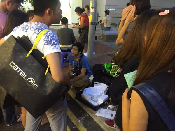 Meanwhile in Causeway Bay, the Apple store might have shut by iPhone6 hawkers seem to be enjoying a roaring trade