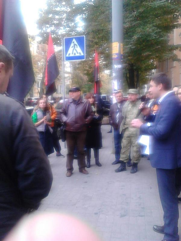 Right sector begins protest near High Administrative Court in Kyiv