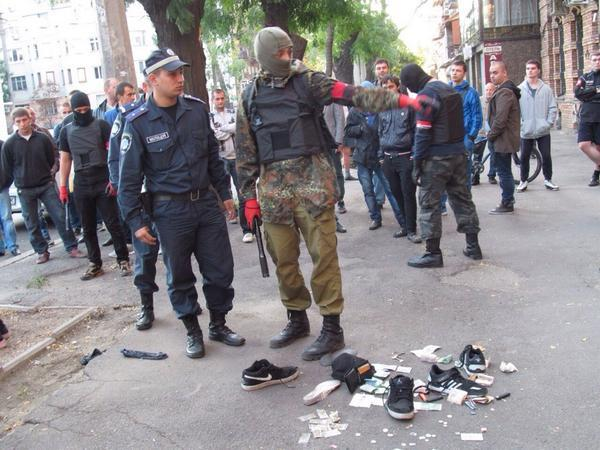 Right sector capture drug dealers in Odessa a