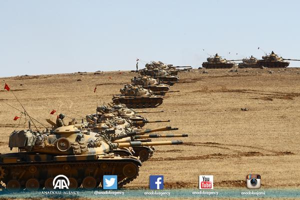 Turkish armed forces at the Syrian border line