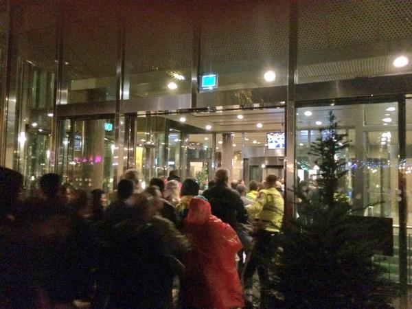Kurdish protesters only got up to the entrance hall and not past security checkpoint in Dutch parliament in Hague.