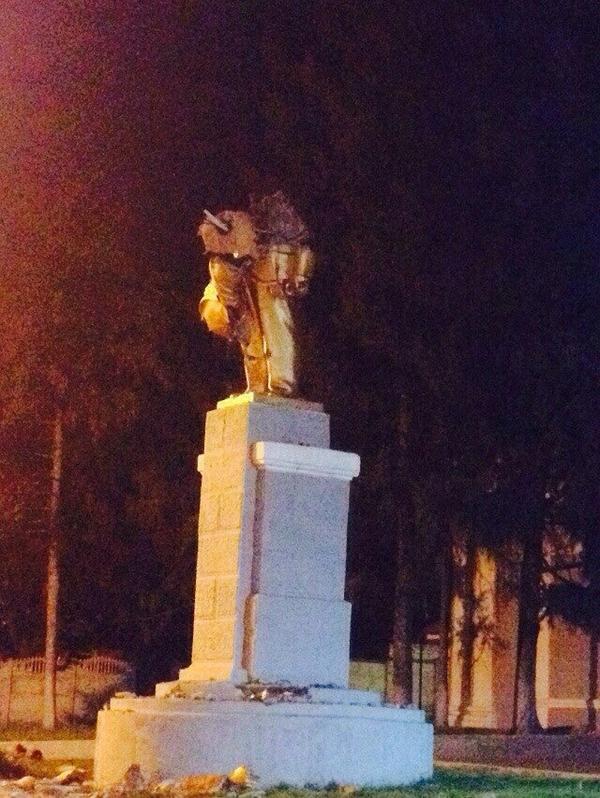 One more Lenin destoyed in Kharkiv