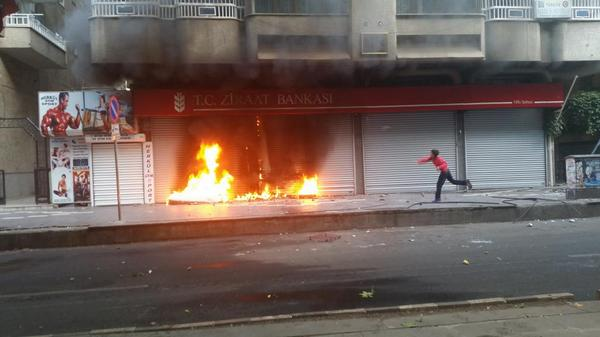 Bank was set on fire in Amed/Diyarbakir