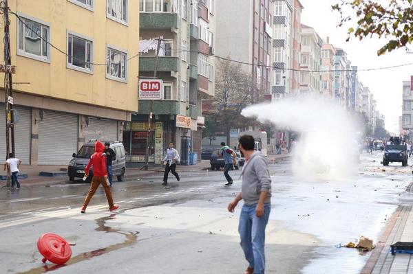 Clashes with police in Sultangazi