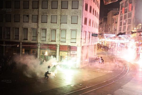 Hundreds attacked by police on İstiklal Street at anti ISIS demonstration in Istanbul