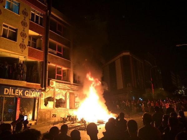 HDP Esenyurt/Kıraç representative office was set on fire.