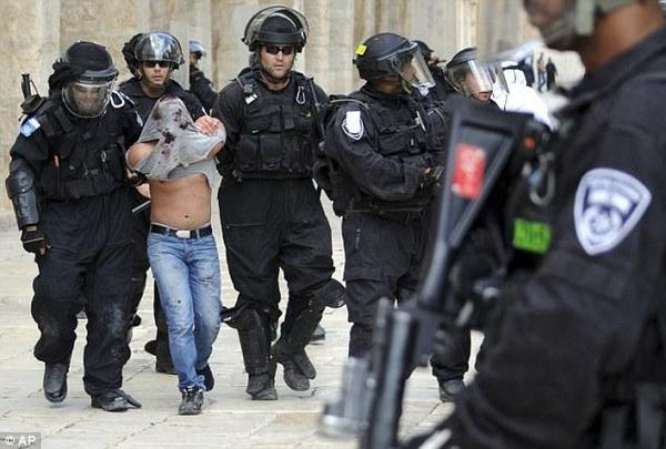 Riots on temple mount injured 3 police forces and violence still going on.