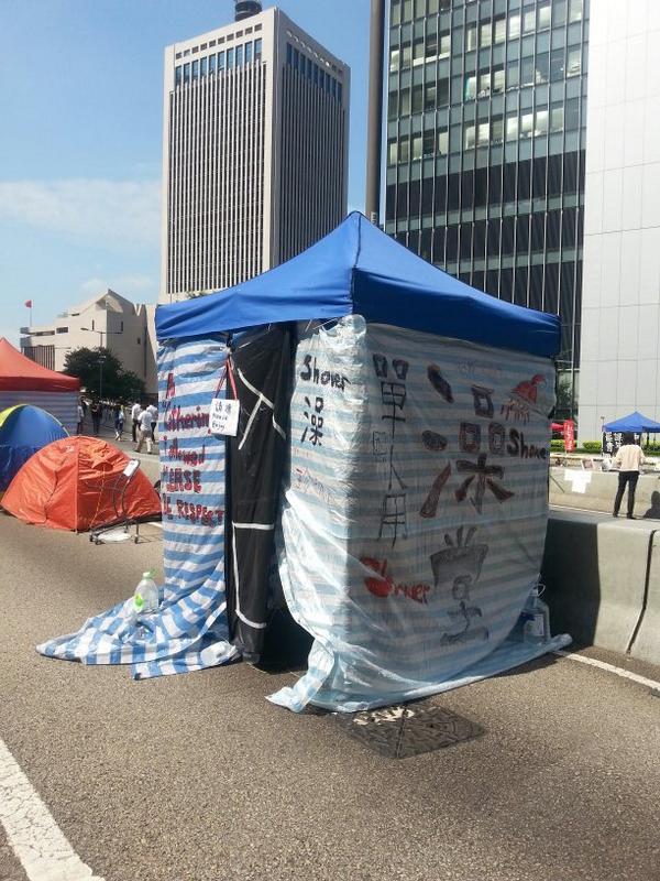 HK protesters have set up shower stalls