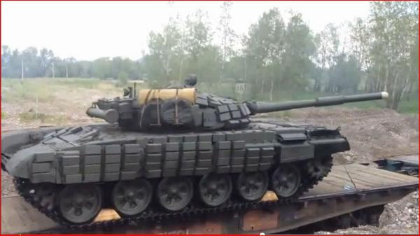 Massive Russia armor echelon on way to enter Luhansk Ukraine escorted by attack helio