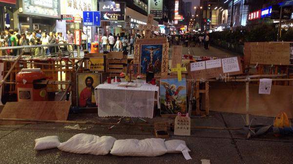 Protesters temple also in construction OccupyHK