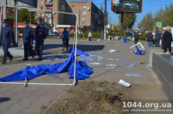 Tent of Ex-party-of-regions was destroyed in Kryvyi Rih