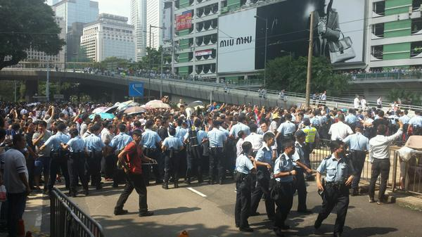 Hundreds of anti occupy protesters push against police cordon shouting Open the Road
