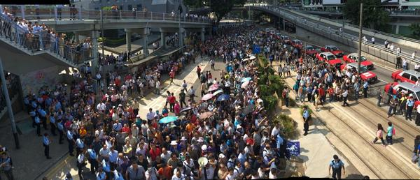The crowd 20mins ago when it was still relatively peaceful. Blue ribbons to left, angry taxi drivers on right