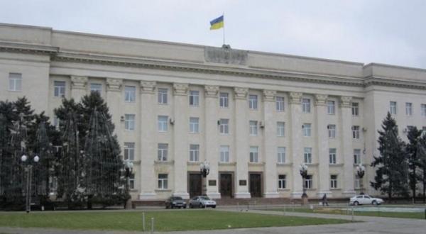 Someone throw stun grenade into the Kherson region administration yard