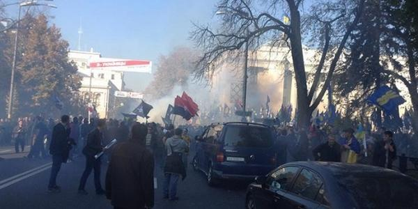 Svoboda and Right sector deny their participation in clashes near Rada