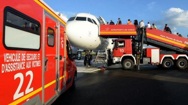 France announces Ebola screenings at Paris airport
