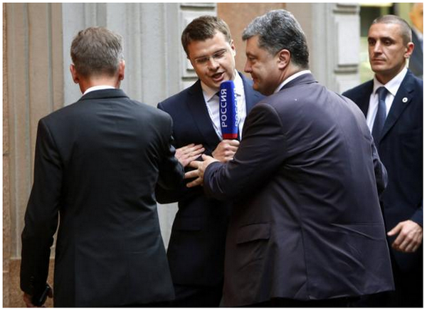 Pres. Poroshenko attacked in Milan by a brazen RU journo from a vile propaganda TV channel