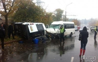 Two minibuses crashed in Kryvyi Rih: 13 people were injured