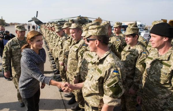 Marina Porosheknko visited the area ATO and brought humanitarian aid warm clothing for children and the military.