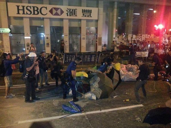 Police remove Mong Kok barriers, tents, tell protesters to leave immediately