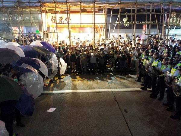 Another umbrella vs. riot shield standoff unfolding, this time northbound on Nathan Rd.