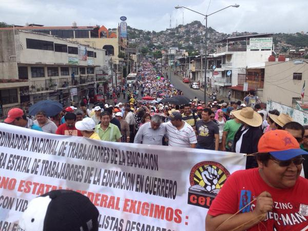 Mexico: Section 22 of the CNTE in Oaxaca participate in the megamarchaAcapulco demonstration