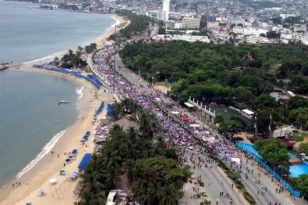 Mexico: Marchers in Acapulco demand missing normalistas found