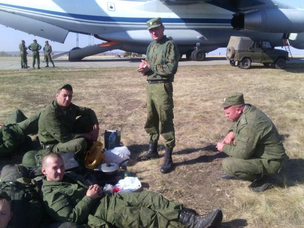 Ground troops. Unloading equipment in Millerovo