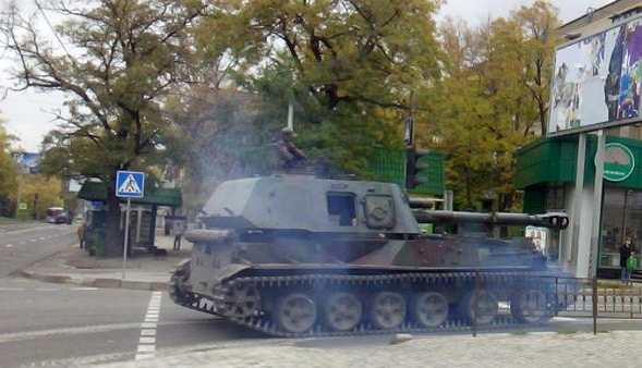 Self-propelled artillery in Donetsk